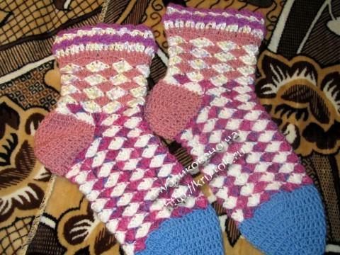 фото вязаных крючком носков