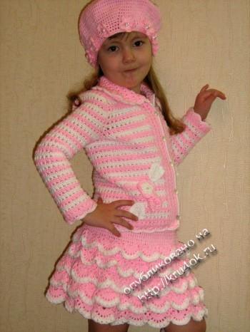 фото вязаного комплекта для девочки