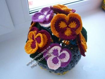 фото вязаных цветов в вазе