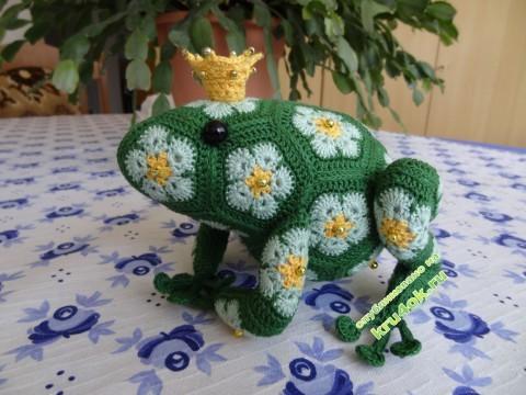 Вязанаяя игрушка - лягушка