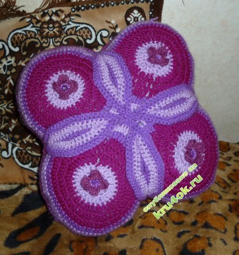 Декоративная подушка из круглых мотивов