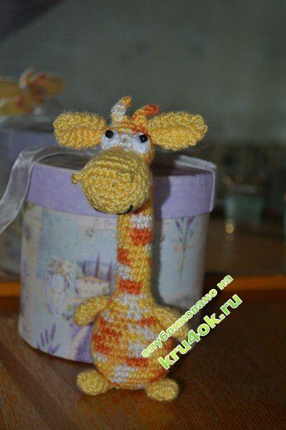Вязаная игрушка - жираф фото