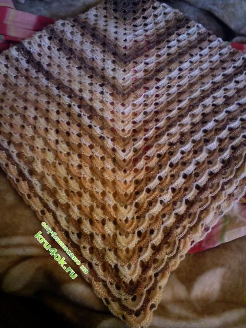 фот овязаной крючком шали