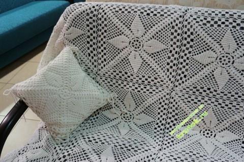 Вязаное покрывало и подушки крючком фото