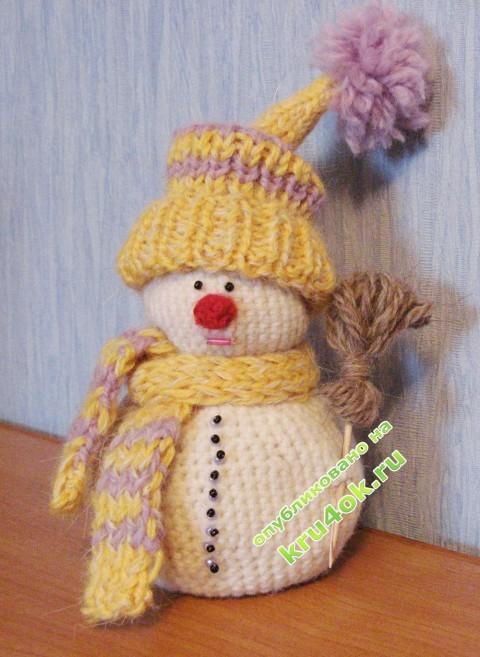 вязаная крючком игрушка снеговик