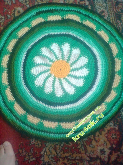 фото вязаного спицами коврика
