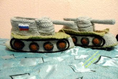 Тапочки в виде танка - работа Татьяны