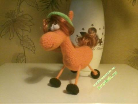 Вязаная крюком лошадка - работа Марины