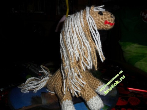 Вязаная крючком лошадка фото