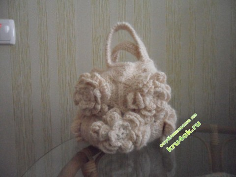 Вязаная крючком сумочка из цветочных мотивов