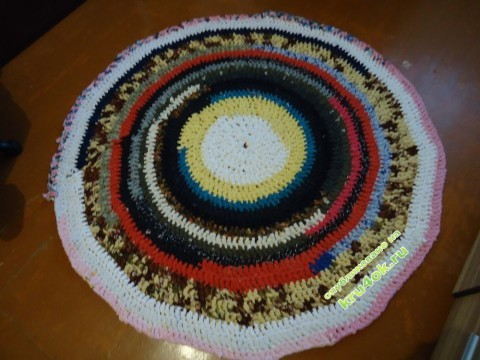 Вязаный крючком коврик
