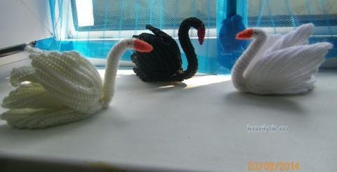 Вязаные лебеди - работа Альбины