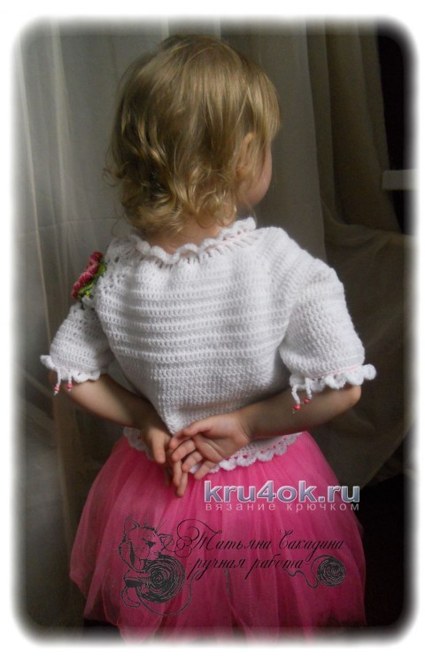 Детский пуловер с цветочным мотивом
