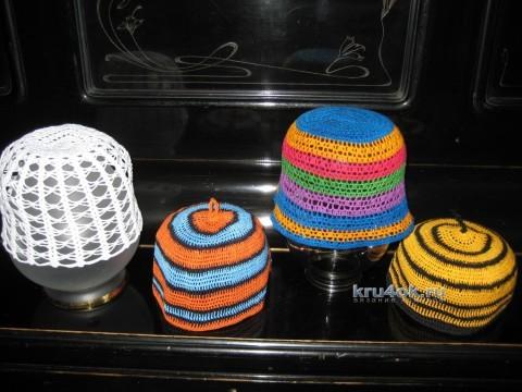 Вязаные шапочки - работы Любови Жучковой