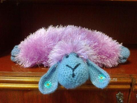 Вязаная подушка - овечка - работа Гузель