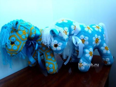 Лошадка из мотивов Африканский цветок вязание и схемы вязания