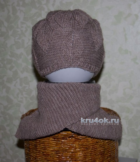 Детская шапочка и манишка крючком. Работы Андреевских Ефимии вязание и схемы вязания
