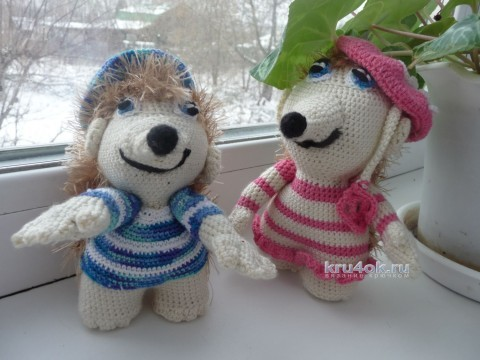 Crochet hedgehog toy, the work of Natalia Samoilova