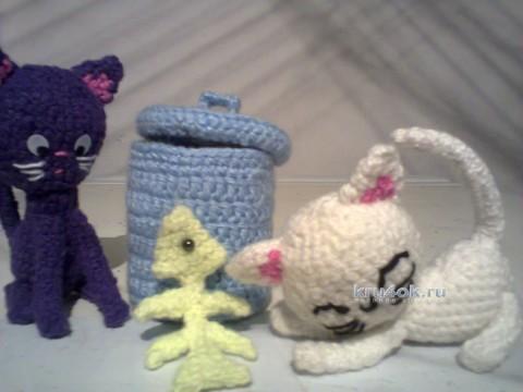 Игрушка котик у мусорного бака. Работа Дениса вязание и схемы вязания