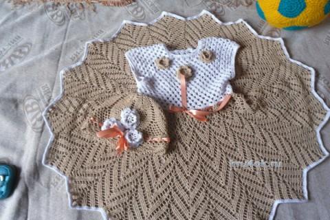 Вязаное платье и шапочка для девочки крючком
