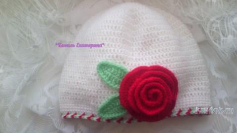Летняя шапочка Роза крючком