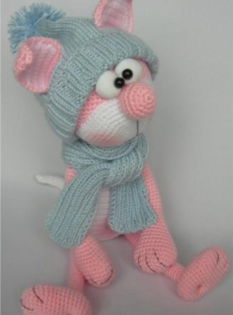 фото розового кота, связанного крючком