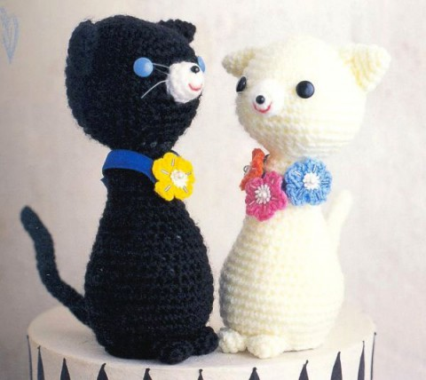 коты крючком вязаные