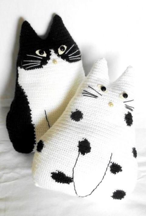 подушка - кот крючком