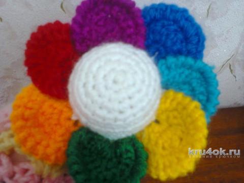 Цветочек-семицветик.  Игрушка-погремушка. Работа Светланы вязание и схемы вязания