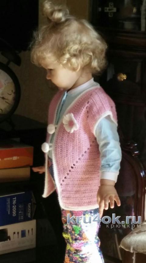 Детский жилет крючком. Работа Александры Карвелис вязание и схемы вязания