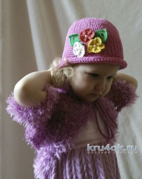 Шапочка для девочки крючком. Работа Александры Карвелис вязание и схемы вязания