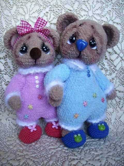 Мишки в пижаме крючком
