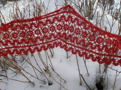 Красный ажурный шарф в технике брюггское кружево