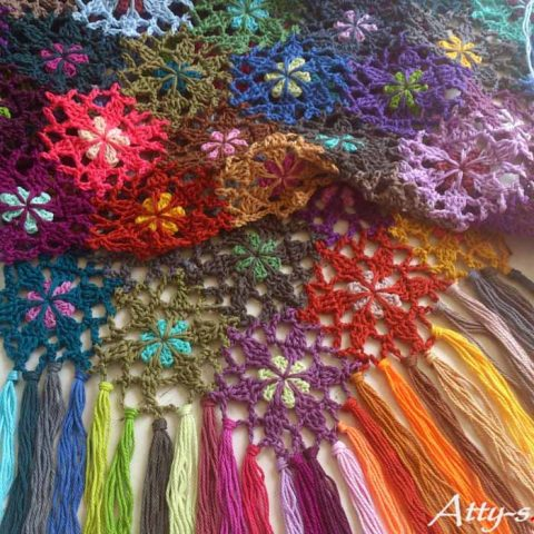 Цветочный шарф из остатков пряжи крючком