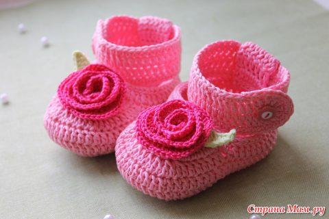 Мастер - класс по вязанию крючком пинеток для новорожденных с цветком