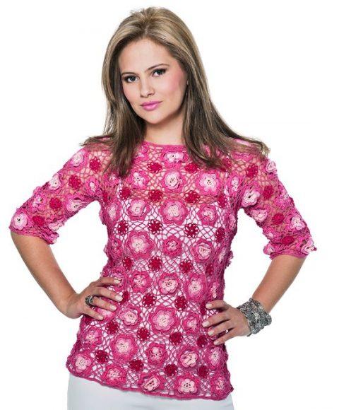 Розовый пуловер из ажурных цветочных мотивов