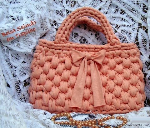 Трикотажная сумка крючком коралловая
