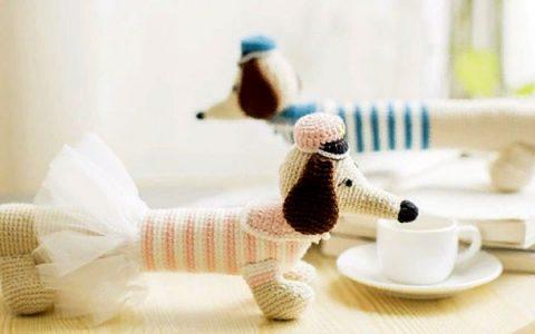 Собака такса - подставка для рук крючком