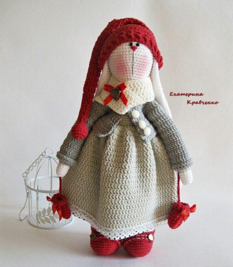 Мастер-класс по вязанию зайца Тильды по имени Брусника