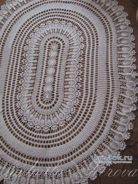 Вязанная крючком овальная скатерть Чарующая