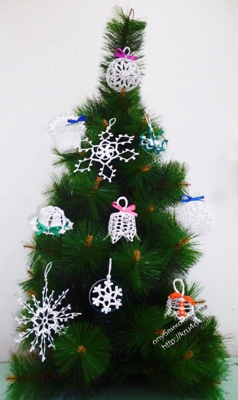 Вязаные игрушки и снежинки на елку