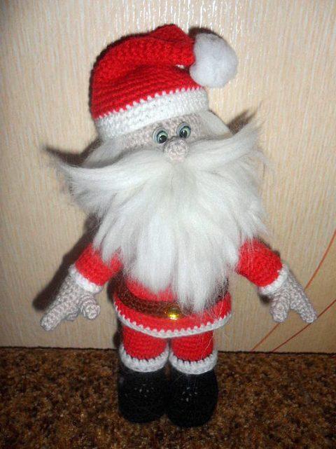 Игрушка новогодняя Дед Мороз связанная крючком