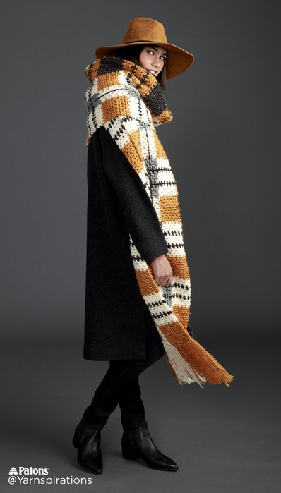 Вязаный крючком шарф в клетку