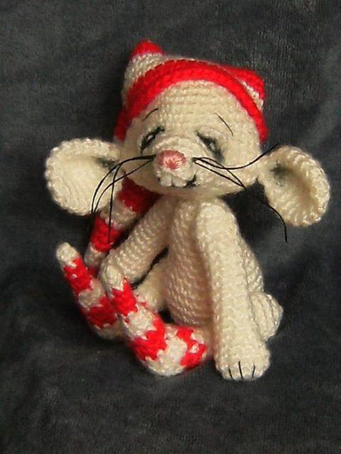 Смешные вязаные мышата