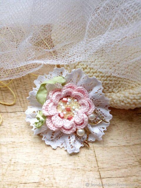 Брошь Туманная роза - украшение крючком