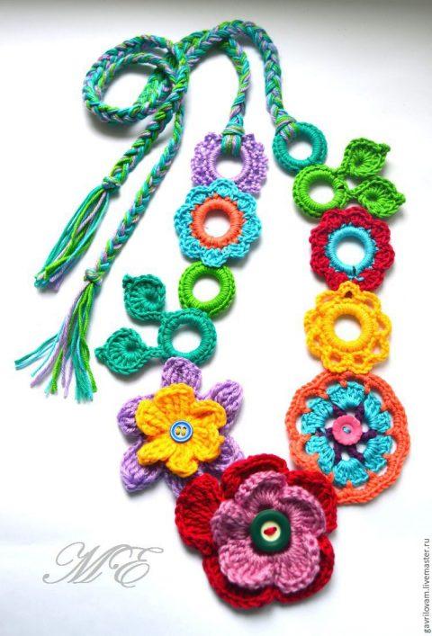 Вязаное украшение в бохо-стиле