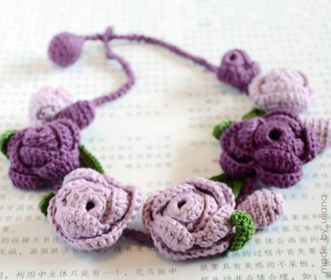 Украшение ожерелье из роз крючком