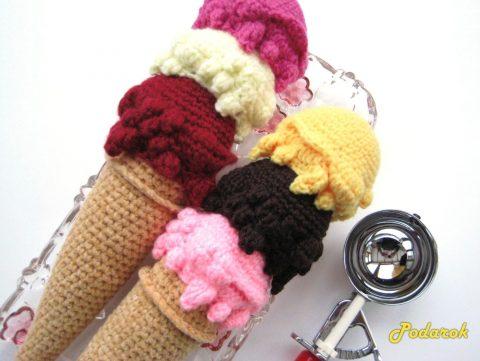 Вяжем крючком трехцветное мороженое
