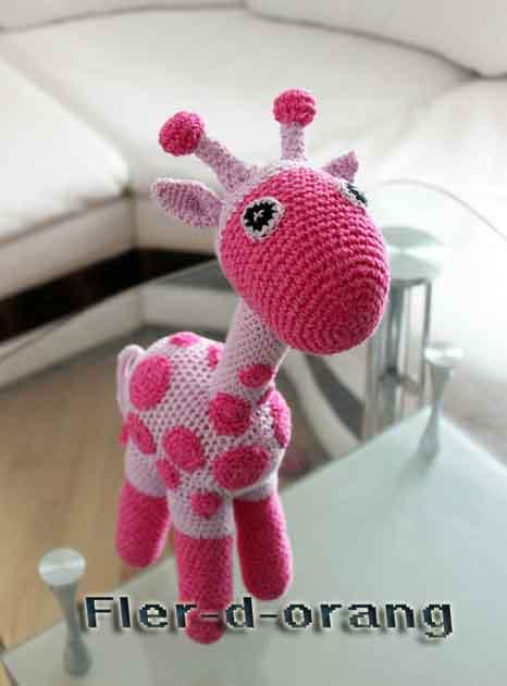 Розовый жираф крючком