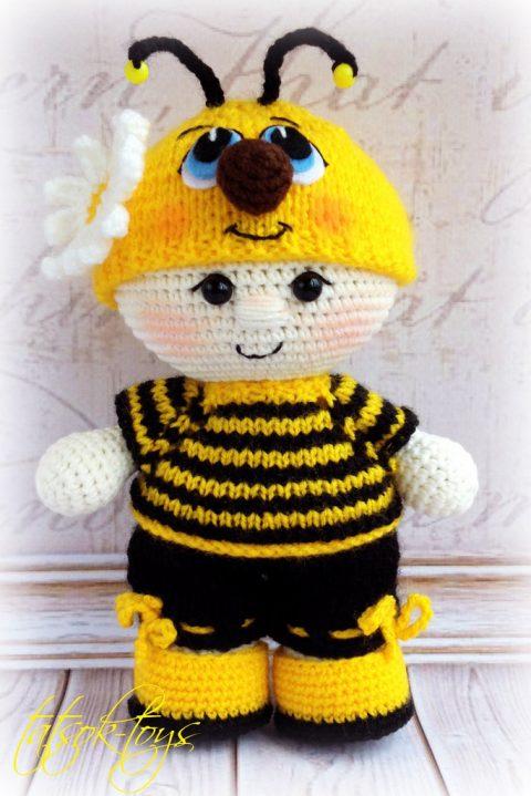 Пупс - малыш в костюме пчелки связан крючком